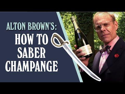 ¿Cómo abrir una botella de champagne con un sable?