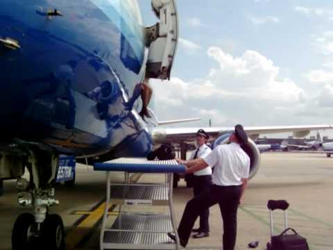 flight attendant jumps - The stairs were pulled away before a flight attendant made it out of the plane. She was almost convinced to jump onto the luggage cart (thought she'd rid her...