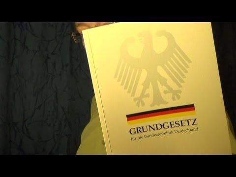 Bücherregal #13: Das Grundgesetz,  Artikel 16a (Asylrecht)