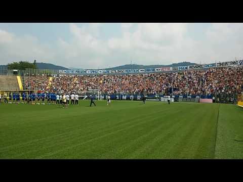 Ultras Atalanta cori con boati impressionanti alla presentazione