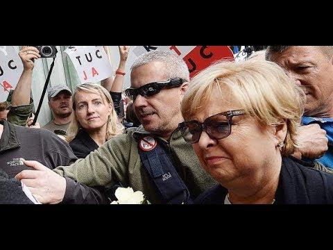 PROTEST IN POLEN: Sie geht zur Arbeit, obwohl sie i ...