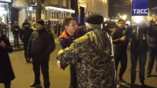 """Радикалы в Киеве устроили провокации в годовщину """"майдана"""""""
