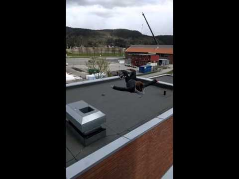 OMG! Stop it! Dude Jumps Roof Gap