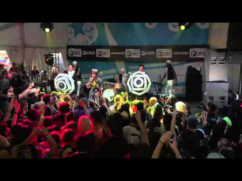 Santigold - 'Disparate Youth' (Live From SXSW)