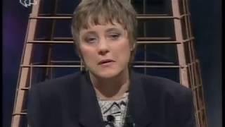"""Ką Angela Merkėl jaunystėje veikė Donecke? Kaip pastoriaus dukra iš VDR galėjo tapti galiangiausia Europos politike. Kodėl A.Merkel laisvai keliavo po visą TSRS . Ką šioji darė labaisuiai saugomo vokiečių disidento namuose?  Tai ką išgirsite šioje laidoje yra neretušuotas A.Merkel portretas . Algis Avižienis dirbadamas JAV valstybės departamente  VDR temą nagrinėjo profesionaliai. Na o tai ką pamatysite yra labai įdomių ir oficiozinių medijų niekuomet neviešinamų biografinių faktų rinkinys .Būtent biografijos faktai ne maža dalimi paaiškina kanclerės neapykantą nacionalinėms ir siekį sukurtį centralizuotą eurofederaciją. Be to laidoje yra vedamos įdomios paralelės tarp A.Merkel galimų sąsajų su VDR spectarnybomis ir Lietuvos politikos personalijomis-----------------------------------------Primename """"Iš savo varpinės"""" medžiaga yra skirta laisvam naudojimui be apribojimų"""