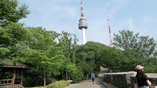 A pretty vlog up Namsan Tower! The weather here is perfect.LAST VLOG: https://youtu.be/AGU5oj1j5HI?list=PLjlkxMHp1pQHOU-XFO3uW3offGOLxSc_aDiana from InspireMe Korea, check her out!https://www.youtube.com/channel/UClynAUdEJJe7n0F007LAe2QSUBSCRIBE & Press the Bell! http://bit.ly/KpopSteveSo I'm going to Korea for a month, and I'm going to vlog it all! This is going to be a journey, and you're here with me.I went up Namsan tower today! Still with a bit of jetlag. I also ate some Donkatsu and went to a board game cafe! Everything here seems to be 24 hours...I love it. This city suits a nocturnal man like me.DISCLAIMER: I do not own any of the music used in this video. All rights go to their respective owners. The music in this video is used for entertainment purposes only.Hey guys it's KpopSteve - 케이팝스티브 here, making videos about kpop, k-culture and myself. Join the chaos by subscribing, you will probably regret it.Twitter - https://twitter.com/kpopsteve Instagram - https://instagram.com/kpopsteve/ Facebook - https://www.facebook.com/kpopsteveuk Facebook Group - https://www.facebook.com/groups/kpopsteve Twitch - https://www.twitch.tv/kpopsteveSnapchat - kpopsteve