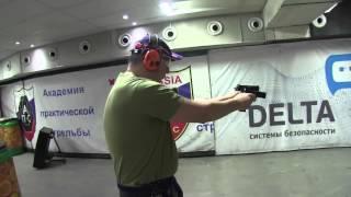 Дмитрий Рогозин показывает свои навыки стрельбы из пистолета, в том числе и