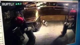 Камера наблюдения запечатлела проникновение террориста в клуб Стамбула