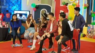 Video Myrtle Sarrosa and Tony Labrusca sings viral video