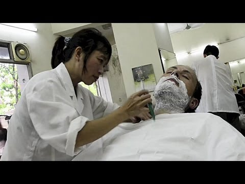 VLOG Day #14+15 - Editing, to Hanoi & Cut Throat razor shave