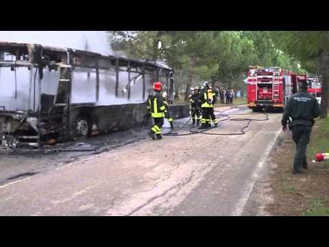 Loreto: autobus della Gtm in fiamme