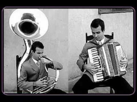 dueto de tubas com acordeon hino 235 (08/05/2013)