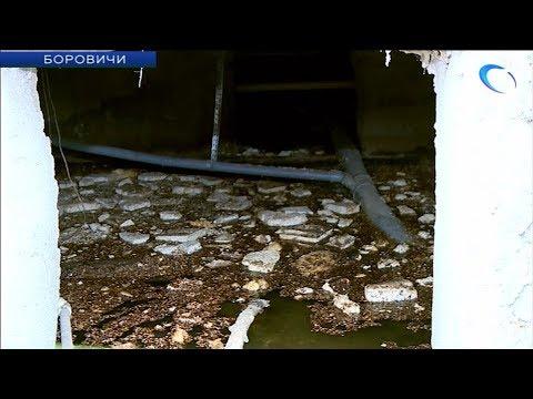 На качество своего дома уже 6 лет жалуются переселенцы из ветхого жилья в Боровичах