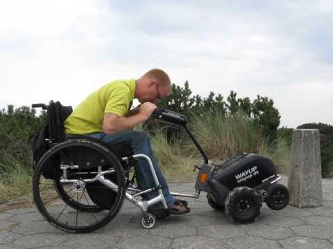 Swiss-Trac Kørestolstraktor sammenkobling med kørestol 01