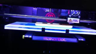 Impression 3D d'une coque pour un Nokia Lumia - MWC 2013 Barcelona - YouTube