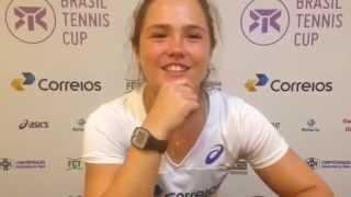 Gabriela Cé vence de virada na estreia no Brasil Tennis Cup