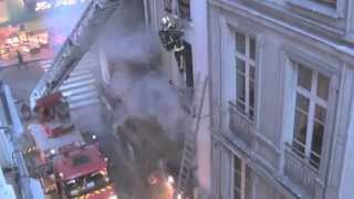 Video Paris Firemen Rescue Eight Parisians from Fiery Inferno on Rue de la Huchette MP3, 3GP, MP4, WEBM, AVI, FLV Mei 2019
