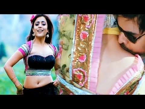 Beautiful actress exposing her creamy navel