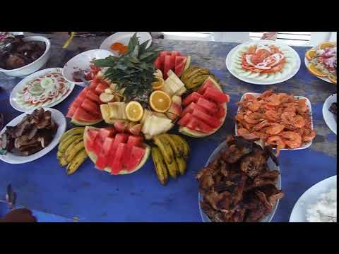 Lunch Buffet  While Island Hopping In El Nido, Philippines