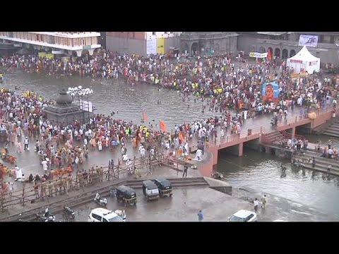 Ινδία: «Κοσμοπλημμύρα» σε ινδουιστικό φεστιβάλ