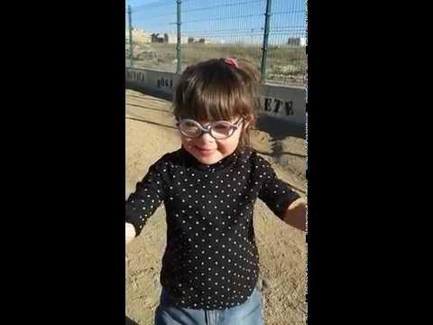 Watch videoSíndrome de Down: Violeta canta ''Cumpleaños feliz''