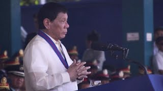 O presidente das Filipinas, Rodrigo Duterte, anunciou nesta quarta-feira a recompensas de 40 mil dólares pela captura de policiais