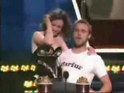 notebook - Rachel McAdams and Ryan Gosling win Best Kiss award at the MTV movie awards, this is so amazing i really love the notebook and this just topped it off perfec...