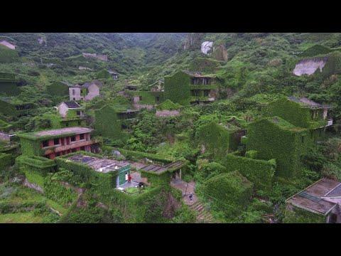 Von Natur überwuchert: Geisterdorf wird zu Touristenattraktion