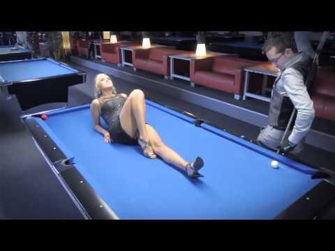 Hot girl dân chơi đá bi-a đẳng cấp