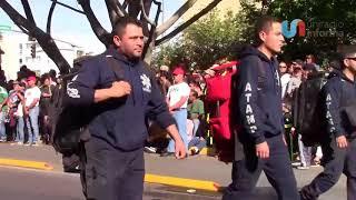 Jóvenes y bomberos se lucen en desfile de la Revolución en Tijuana