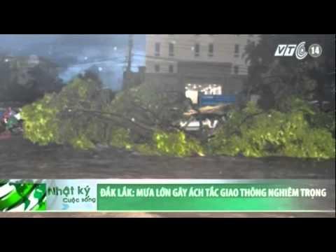 Đắk Lắk: Mưa lớn gây ách tắc giao thông nghiêm trọng