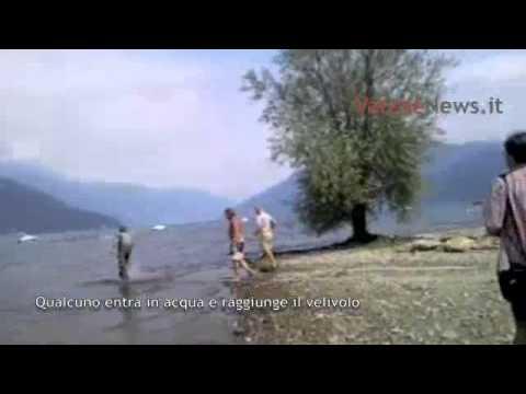 "Cade ""autogiro"" nel lago"