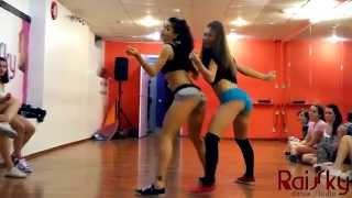 Zajebisty pokaz kręcenia d*peczką! Tak to robią dziewczyny w rosyjskiej szkole tanecznej!