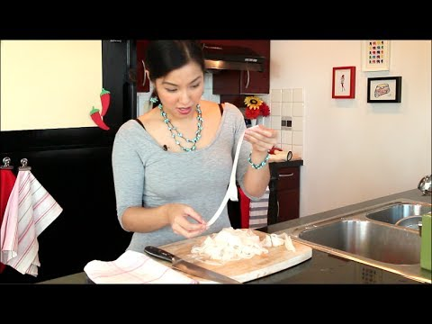 "How to Make Fresh Rice Noodles ""Ho Fun"" – Hot Thai Kitchen!"