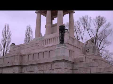 Felavatták a felújított Kossuth mauzóleumot Radnainé dr Fogarasi Katalin a NÖRI elnöke nyilatkozott