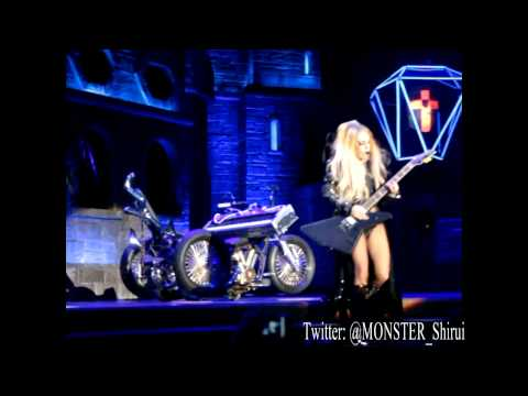SinGaGaPawVEVO - Please subscribe for more BornThisWayBall videos! Follow me on Twitter: @Monster_Shirui -One of my personal favourites at the show. 