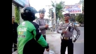 Video gojek vs polisi batak. MP3, 3GP, MP4, WEBM, AVI, FLV Juni 2017