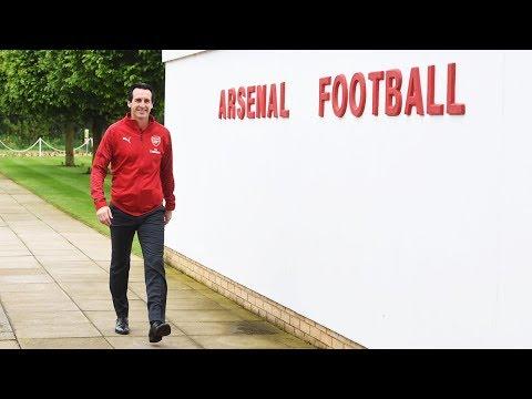 Unai Emery visits Arsenal training centre