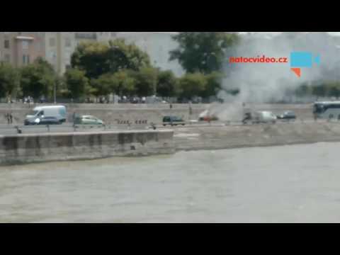 Hořící auto v Budapešti