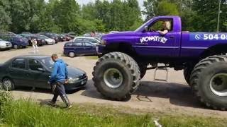 AWANTURA W PARKU KULTURY W POWSINIE - MONSTERTRUCK