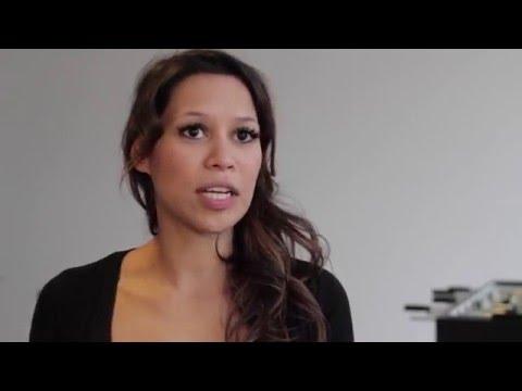 Kickertisch-Test: Tischfußball Weltmeisterin Lilly Andres zeigt worauf es zu achten gilt