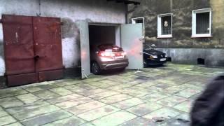 Koleżka nagrał wyczyn swojej sąsiadki! Mistrzostwo świata w wyjeżdżaniu z garażu – Szczecin