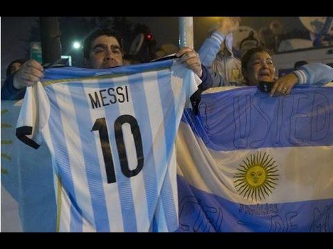 تظاهرات في العاصمة الأرجنتينية تحت الأمطار تطالب ميسي بالعدول عن قرار اعتزاله (فيديو)