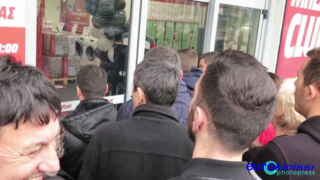 Ουρές για τη Βlack Friday και στην Ελλάδα
