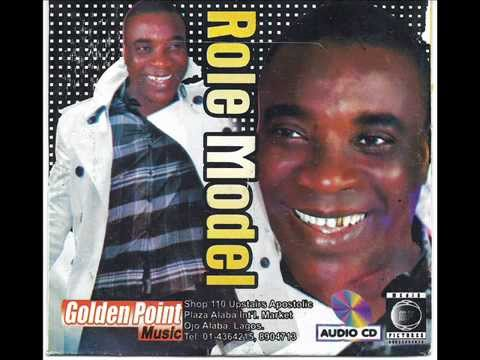 KING WASIU AYINDE  ( AN OLD, AUDIO   LIVE PLAY )