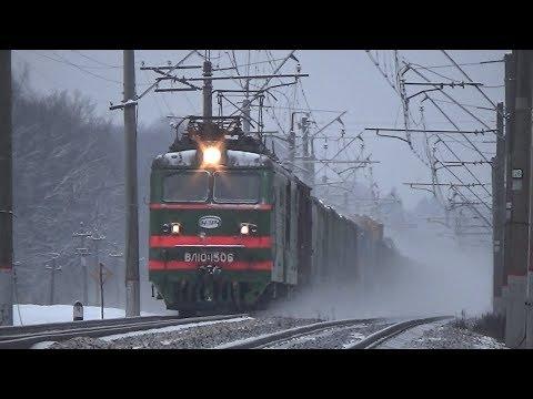 Электровоз ВЛ10К-1506 с грузовым поездом