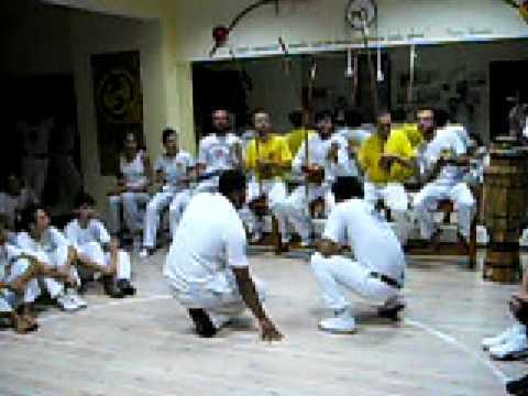 Mestre Ediandro Banzo de Senzala e Monitor dudu Centro Cultural Capoeiragem (видео)