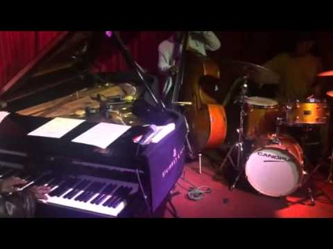 Cyrus Chestnut Trio at Smoke online metal music video by CYRUS CHESTNUT