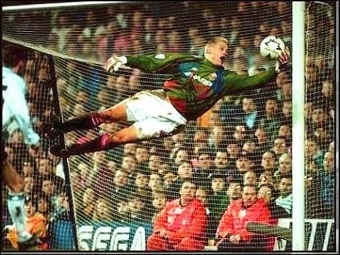 The best goalkeeper ever in the world { Peter schmeichel } (видео)