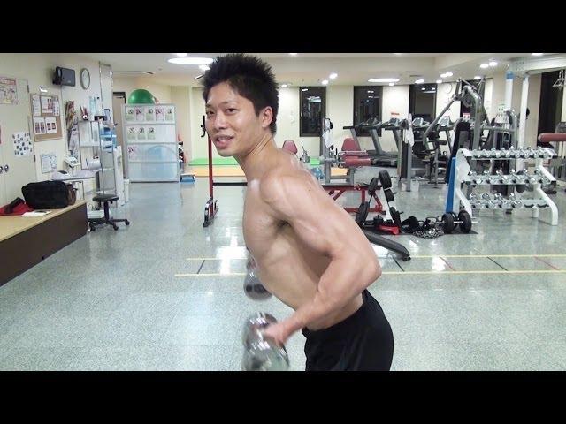 【筋トレ】猫背の人は背中を刺激出来る姿勢でトレーニングしよう!